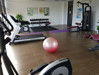new executive ocean view 3 bd condo with pool gym