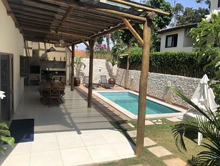 Praia do Forte Linda Casa 4/4, Piscina privativa, Varanda Gourmet e WIFI.