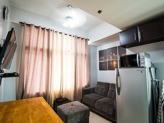 Couple Condo Fully Furnished: Sleeps 2