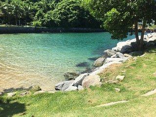Cobertura com churrasqueira e vista para o mar dentro de Resort 5 estrelas