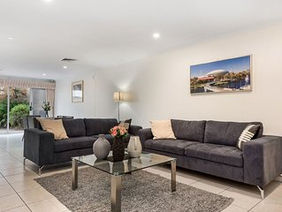 Stylish 3BR Townhouse - 4 STAR ****  Walk to City, Adelaide Oval and Theatres