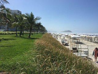Apartamento Riviera 3 Q, próximo a praia (150m). Infraestrutura de resort.