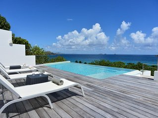 Modern and Stylish Villa, Heated Pool, Fitness Room, Walk to the Beach, Car Rent