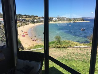 Free bottle Tasmanian wine, Total Beachfront Fully Equipped Cosy Cottage