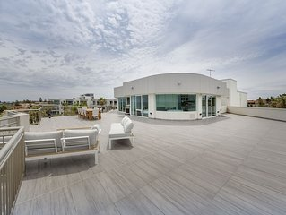 Impressive Penthouse Overlooking Scarborough Beach