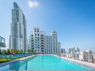 MODERN 2 BED WITH OCEAN VIEW AND STUNNING POOL!