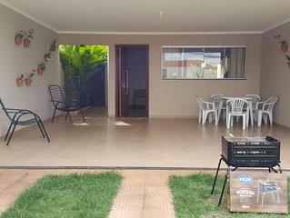 Casa Jardim, a 3 min do Thermas dos Laranjais, ar condicionado, wifi, Tv a cabo
