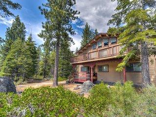 Pet Friendly Tahoe TreeHouse, Smart TV, Poker Table, Pinball, 15 min to Heavenly