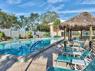 Beach Luxury Condo with Resort Style Pool, BBQ, Private Balcony. Vanderbilt