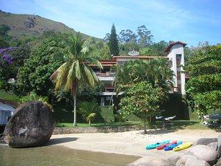 Excelente Casa em Angra com praia particular - 10 quartos sendo 8 suítes