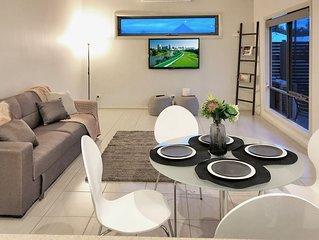 Brunswick Getaway with huge living area free netlike