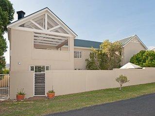 Huis Langbaai - a spacious family friendly 5 bedroom villa in Hermanus, Cape Tow