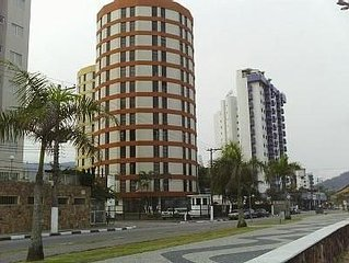 Apartamento de frente para o mar, imobiliado no 11 andar, Martim de Sá,