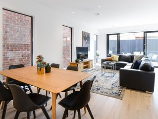 BOUTIQUE STAYS – Murrumbeena Place 1