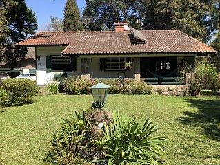 Casa Classica , com lindo Jardim em frente ao Natal Luz