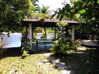 Casa Paradisíaca em Barra do Una, em frente à praia, com acesso para embarcação.