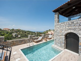 Villa Acrothea with pool, sea and mountain views, Kournas