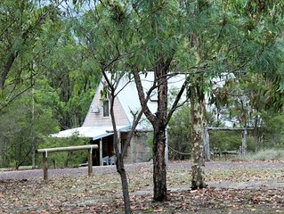 Currawong Cottage Hunter Valley central to wineries restaurants & concert venues