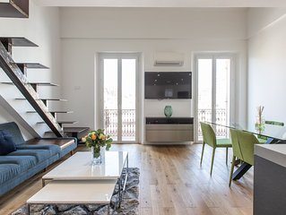 Beautiful 2-bed Loft Steps to Palais & Beaches!