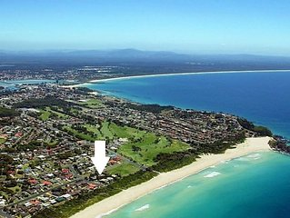 CHILL-OUT BEACH HOUSE * FORSTER * surfstyle * families *friends *pets *one mile