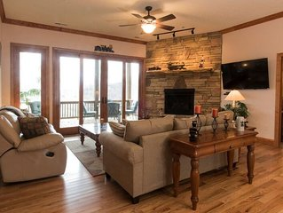 Finely Appointed Mountain Condo in Gated Resort