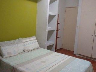 Quarto/sala mobiliado, WI-FI, 195m praia da Ponta Verde e 980m praia de Pajuçara