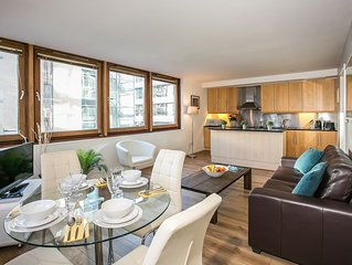 IFSC Spacious/ Quiet/ Central 2 bedroom apt - 15 mins to centre - sleeps 6
