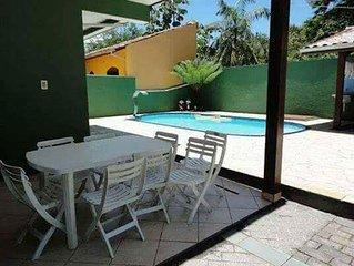 Linda casa com piscina e otima localizacao