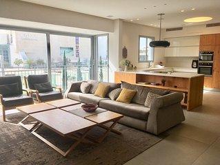 Luxury Apartment in 'Habima' Square