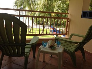 Very Private and Romantic 1-br Beachfront Condo, WiFi, screen doors and windows