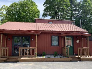 Lake George Cozy 2 Bed 1 bath cabin in the adirondacks: steps to Beach