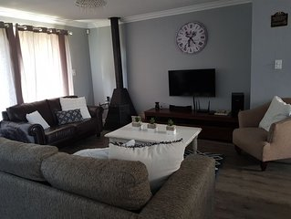 Cape Town Holiday (Sleeps 8), Beach Pool and Pizza