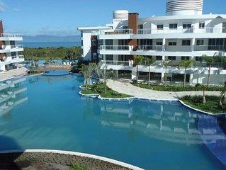 Pedaço do paraíso: apto com 2 suites no Marine Resort em frente ao mar!