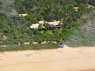 Propriedade encantadora, 12.400 mq, pè na praia, piscina, 5 suites 2 quartos