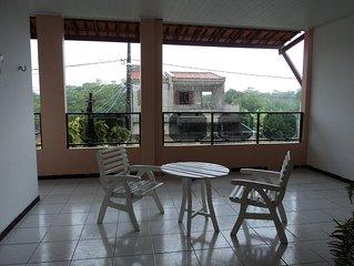 Casa 3/4,suite, ar cond.  Á 4 km da Praia Atalaia. Temos  Pacotes p/ Feriados