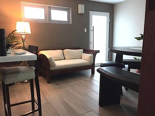 CLEAN, ELEGANTLY COZY, QUIET & CLOSE TO THE AIRPORT