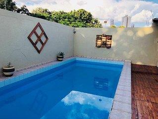 Casa com piscina em bairro nobre e centralizado