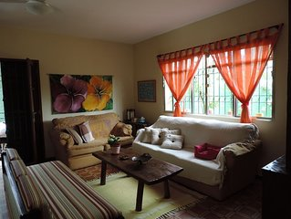 Casa térrea segura, arejada, espaço ideal p/ famílias com crianças e animais
