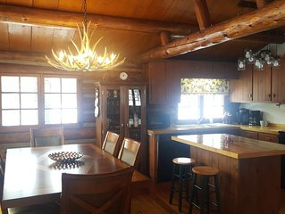 Cozy authentic log cabin home minutes from Holimont/Holiday Valley.