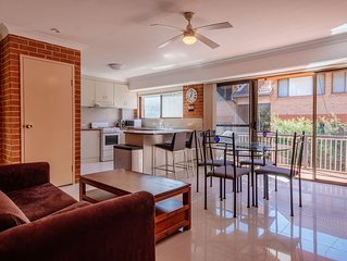 Bright Beachside Apartment In Merewether