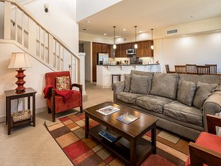 2 Level Ease w/Lanais, Chic Kitchen, Laundry, AC, TVs, WiFi–Hali'i Kai Waikoloa