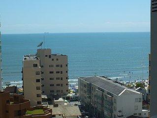 Amplo apto 1 quadra do mar,  Av Brasil, 3 quartos, mais  dep, garagem privativa