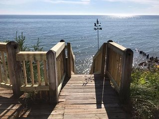 NEW LISTING! Lake Front Cottage, Breathtaking Views, 4 Bedroom/2 Bath