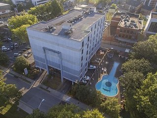 Music Row condo - NASHVEGAS! Guitar Swimming Pool.  Cool-Comfortable-Modern!