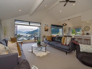 Queenstown Family Holiday House - Lake Views