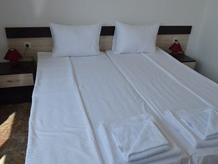 2 sleeps in Downtown/ Free Wi-Fi 15 min from the beach - A1