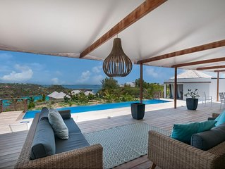 Villa Overlooking the Ocean, Long Heated Pool with an Expansive Terrace, En-suit