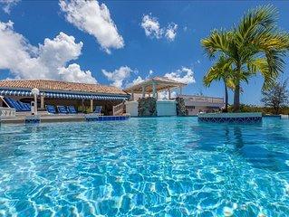 6 bedroom villa at short walk from beach