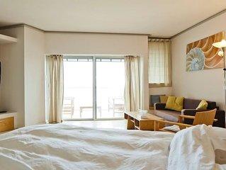 Luxury Sea View Apartment W Balcony