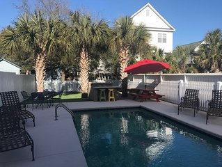 BACKYARD OASIS: Private Heated Pool, Hot Tub, & Fire pit: 200 Steps to the Beach